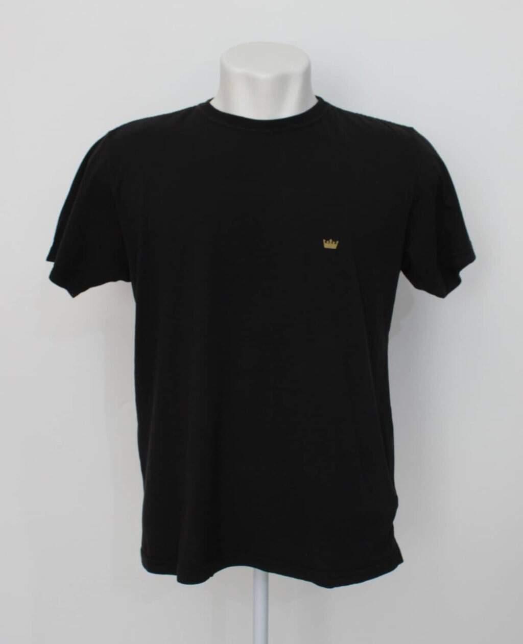 Camiseta masculina preta osklen com estampa localizada