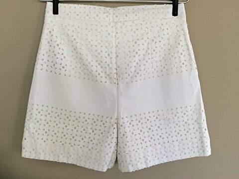 Shorts Branco Remy 2 - Sta. Ephigênia_foto de frente