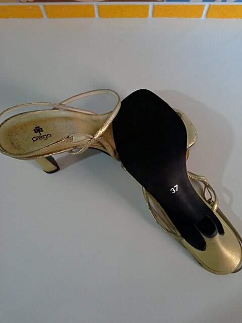 cd8d67117 Sandália Dourada Prego - compre por menos | Repassa