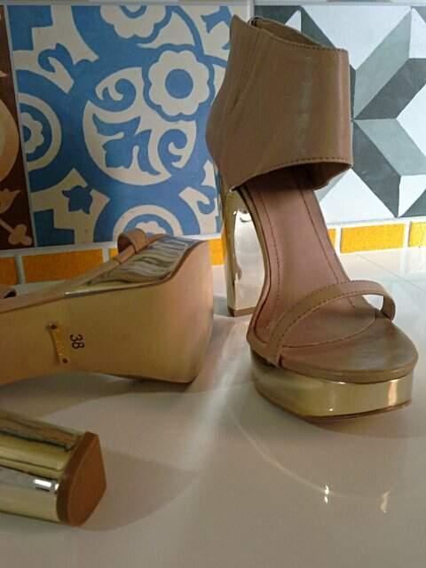 Sandália A. Brand Bege_foto de costas