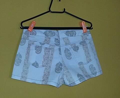 Shorts Listrado Paisley_