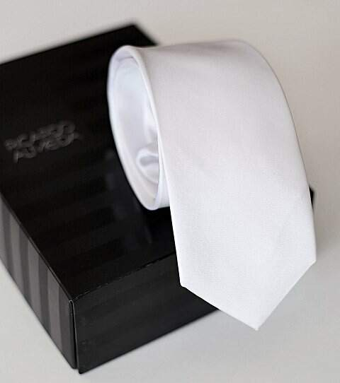 Gravata Slim off white Ricardo Almeida_foto de frente
