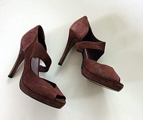 Sandália Vinho Shoestock_foto de costas