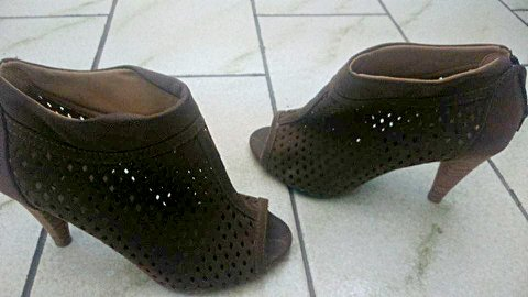 Sapato Peep Toe Marrom_foto de frente