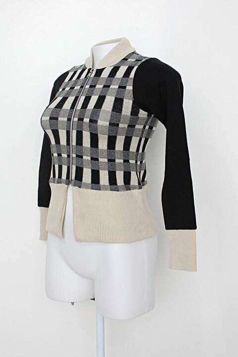 Blusa feminina preto e bege _foto de detalhe