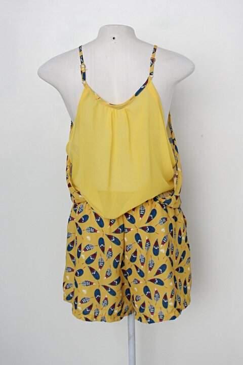 Macaquinho codigo girls feminino amarelo com estampa de penas tribais_foto de costas