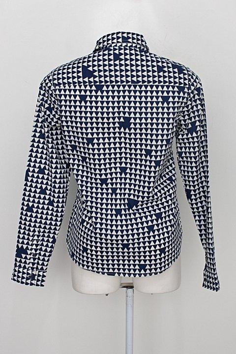 Camisa tng woman feminina azul escuro estampa geométrica _foto de costas