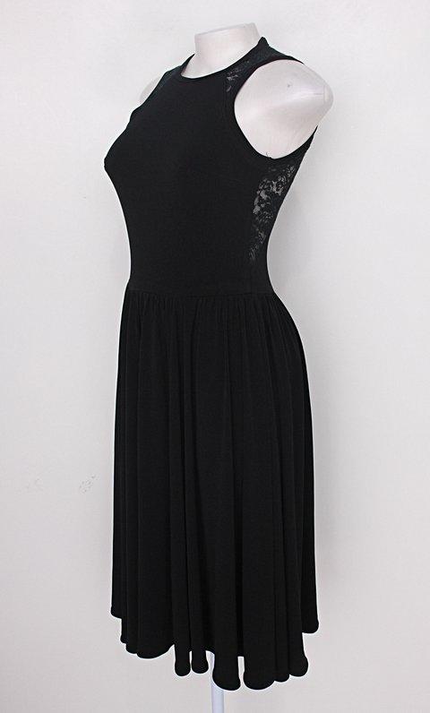 Vestido feminino preto com Renda_foto de costas