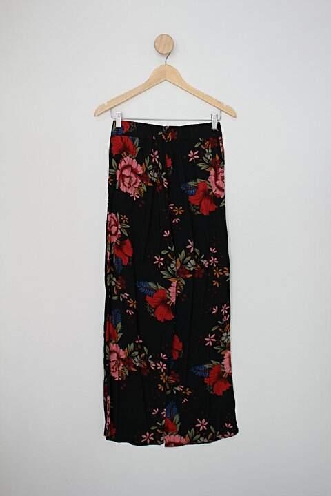 Calça pantalona mercatto feminina preta com estampa floral_foto de costas