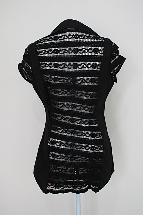 Camisa alongada glowin feminina preta com recortes e renda_foto de costas