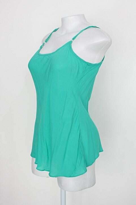Regata de viscose feminina verde_foto de costas