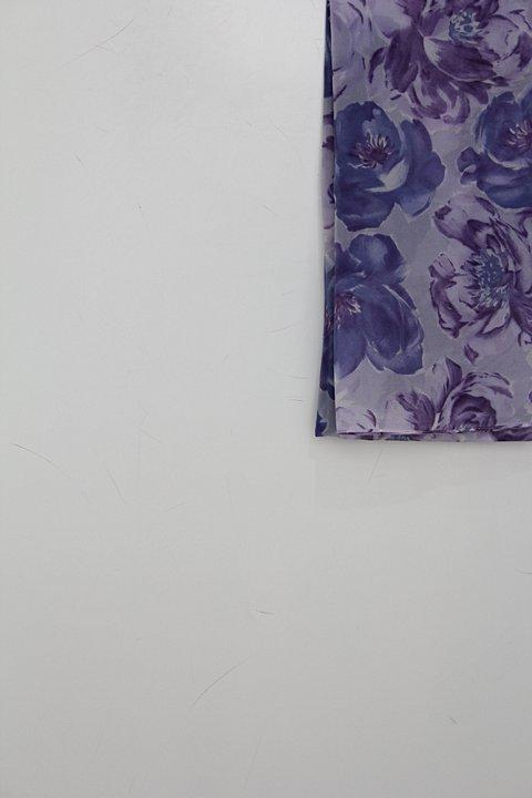 Lenço feminino roxo estampado_foto de detalhe