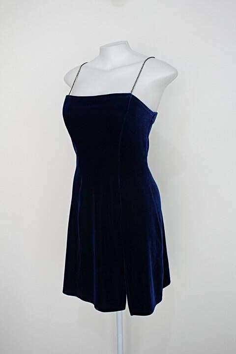 Vestido de veludo feminino azul escuro com fenda e alças de strass_foto de costas