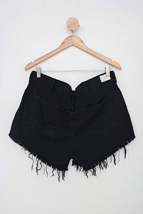 Shorts de sarja c&a feminino preto com barra desfiada_foto de costas
