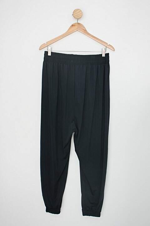 Calça de tecido alice maciel feminina preta_foto de costas