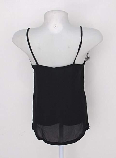 Blusa feminina preta com renda_foto de detalhe