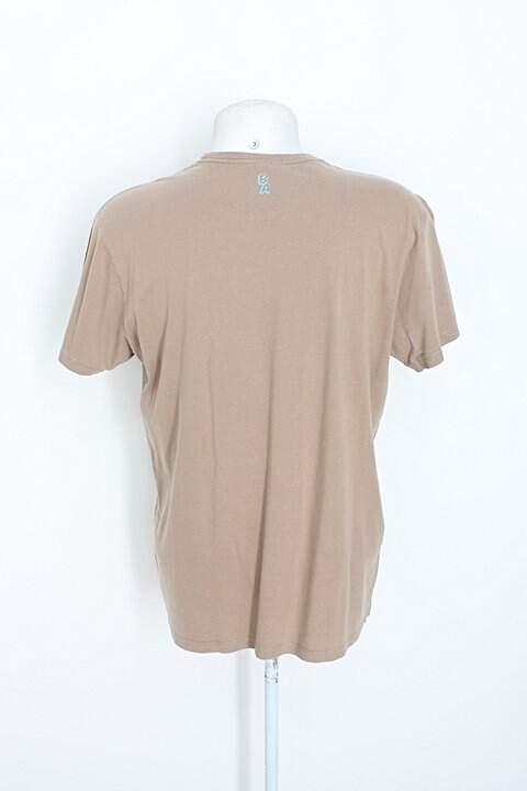 Camiseta bendita augusta masculina caqui_foto de costas