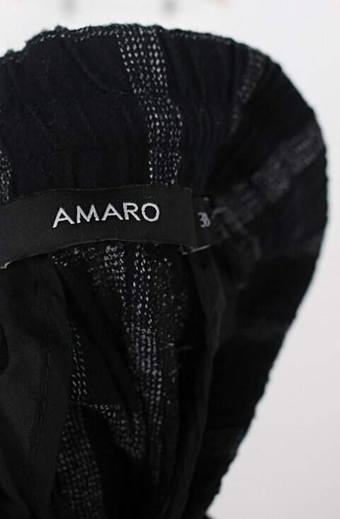 Calça de tecido amaro feminina preta estampada com aplique e elástico no cós_foto de detalhe