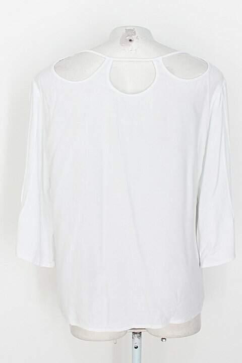 Blusa feminina branca_foto de detalhe