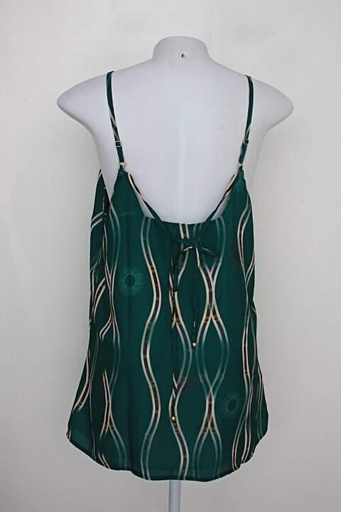 Blusa amabilis feminina verde estampada com aplique_foto de costas