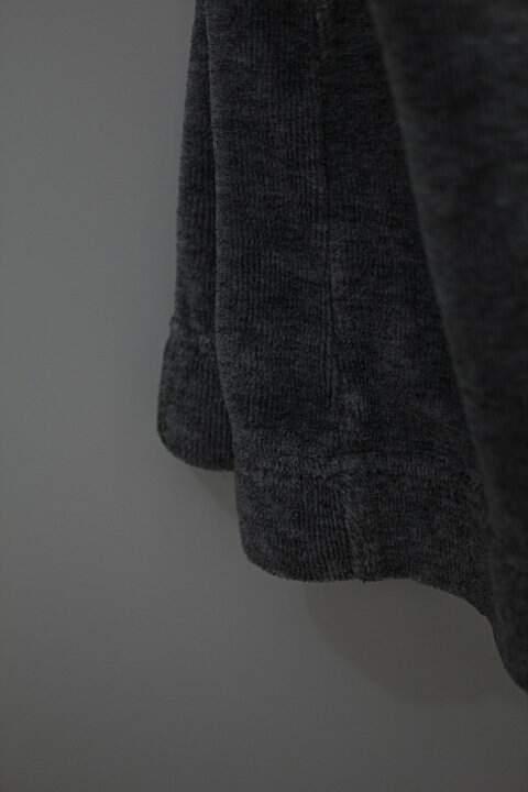 Calça em plush cinza _foto de detalhe