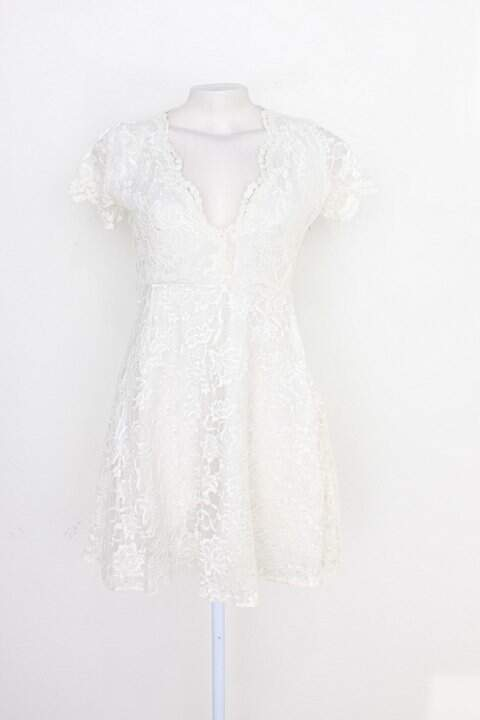 Vestido feminino romântico de renda off-white_foto principal
