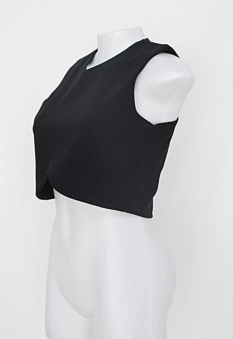Blusa feminina preta_foto de costas