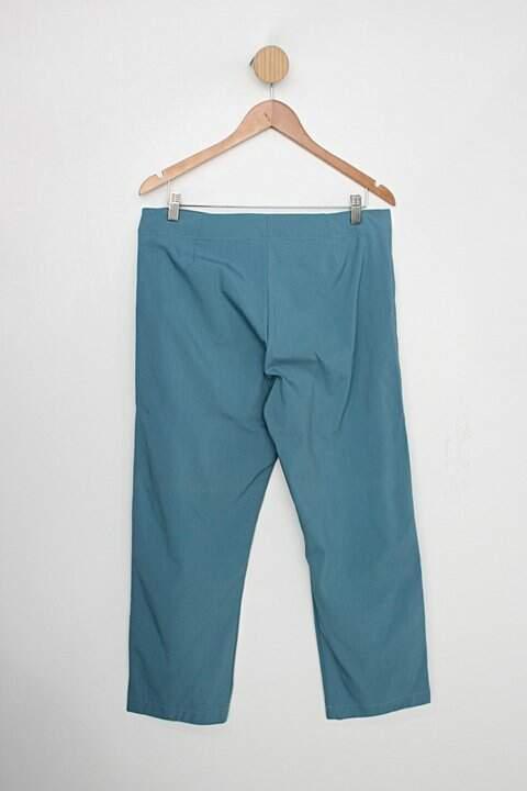 Calça Social engenharia da roupa feminina verde_foto de costas