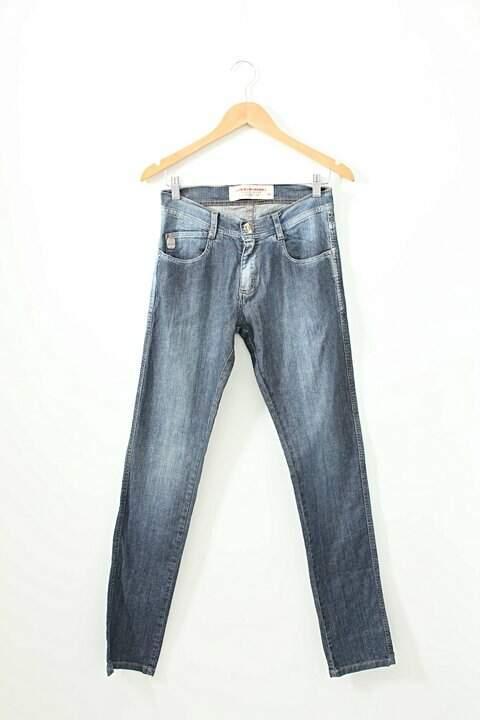 5ca57deab Calça Jeans Lado Avesso - compre por menos | Repassa