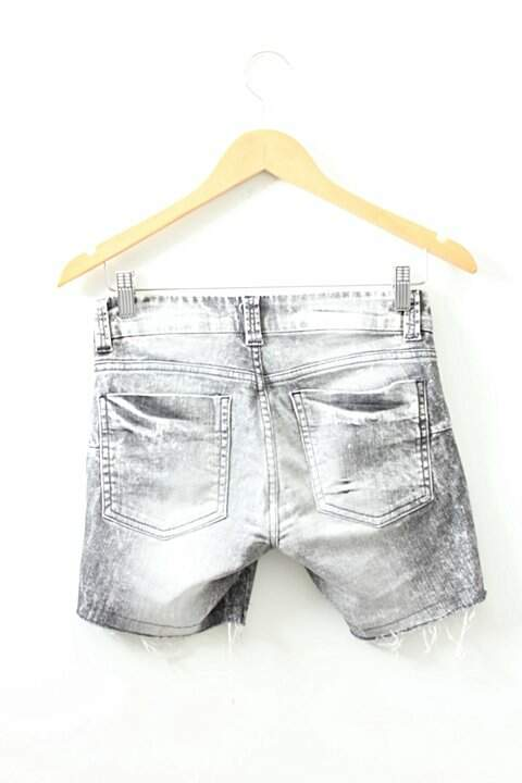 Shorts Curto Jeans Destroyed Iodice_foto de frente