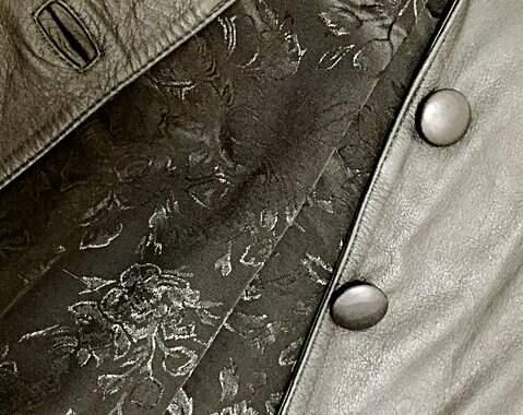Casaco de couro legitimo_foto de costas