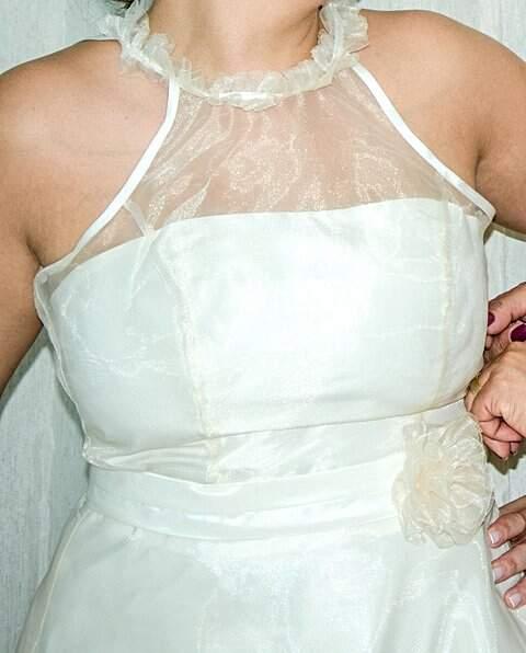 Vestido de noiva curto simples_foto de costas