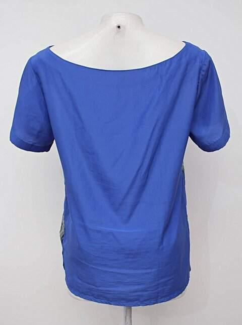 Blusa azul com transparência_foto de detalhe