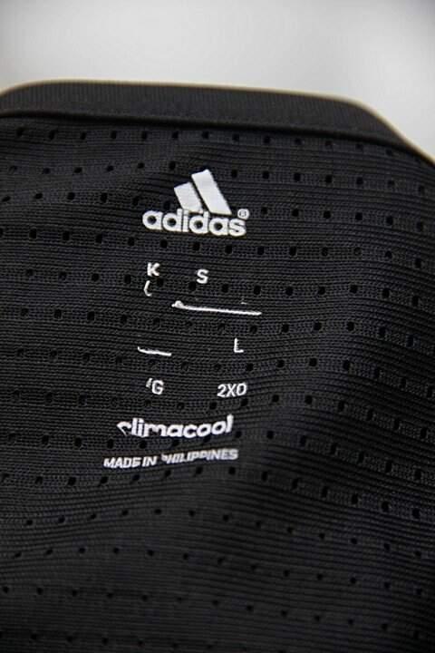 Camiseta preta adidas_foto de detalhe