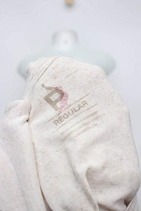 Camiseta bege reserva_foto de detalhe