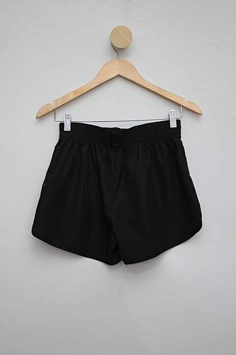 Shorts esportivo preto renner_foto de costas