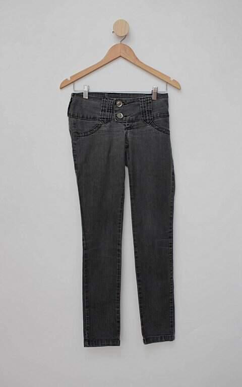 Calça Jeans cinza retrato falado_foto de frente
