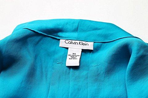 Blusinha Seda  Azul Turquesa Calvin Klein_foto de costas