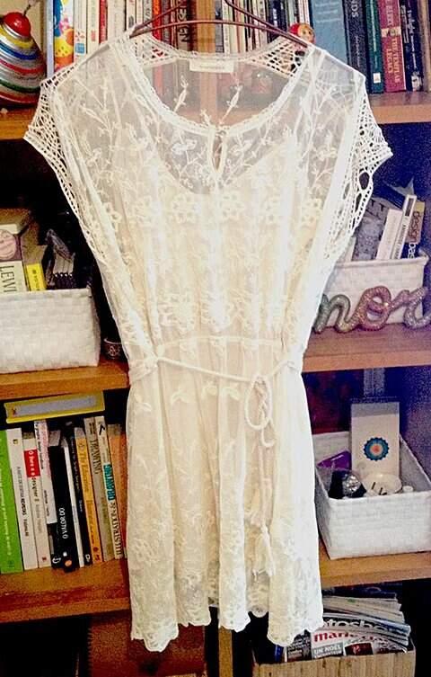 Vestido de Renda Rapsodia_foto de detalhe
