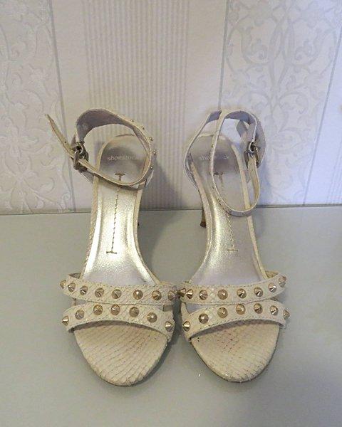 Sandália Shoestock com spikes _foto principal